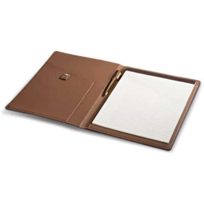 The Baltimore A4 Folder in a brown colour comes with a writing pad thats filled with lined pages. A inner side pocket and pen loop is included.