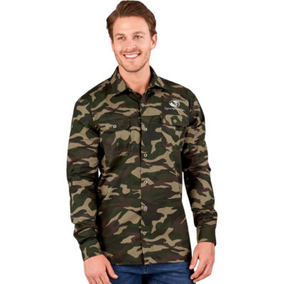 The Mens Long Sleeve Wildstone Shirt is a 100% cotton twill camouflage long sleeve shirt. With a front and back yoke for a great shape and two pleated chest pockets each with a button flap and metal buttons