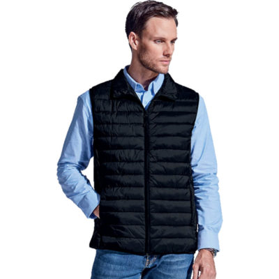 The Mens Westfield Bodywarmer is a black 55g 100% nylon quilted body warmer, with two inseam pockets, ultra soft padding, front nylon zip and elasticated armholes and hemline. Folds into a small bag for nifty storage