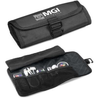 The Elleven Tech Wrap is a black nylon roll up pouch with 3 x 5cm wide stretchy mesh material pockets on the inside and 1 x 12cm wide pocket to store your items. With Elleven signature branded lining and plastic clip closure hardware
