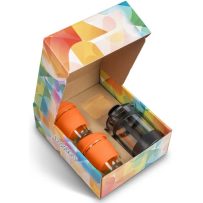 The Kooshty Deluxe Koffee Set With Black Plunger includes a glass plunger with a black frame and two cups with a orange silicone grip and lid. Comes with a 250g bag of ground koffee Packaged in a brightly coloured box