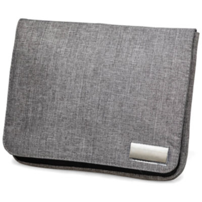 The Tekie Travel Pouch can be used for your important travel items, like passports, tickets, cash and cards, this pouch is made from a sturdy polyester material and has a metal badge for branding on the front of it. Colour: Grey