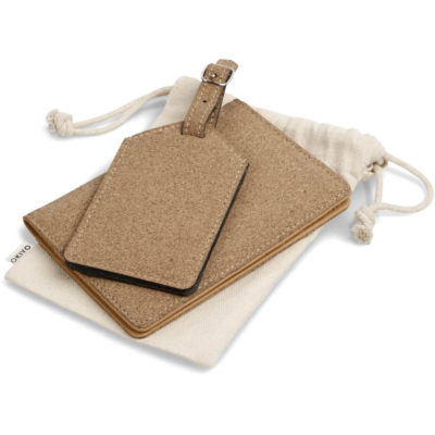 The Okiyo Bouken Cork Travel Gift Set is a cork and PU set that includes a luggage tag and passport holder with RFID protection. Packaged in a cotton drawstring pouch