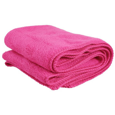 The Gym Towel & Carry Bag is useful after a sweaty workout. The towel comes in pink made from 300g microfiber.