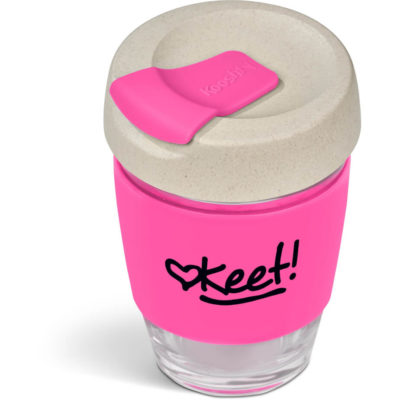 The Kooshty Chacha Kup is a 340ml borosiciliate glass cup with a wheat straw lid and pink silicone band and flip top lid for easy drinking and no spills