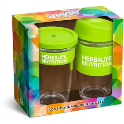 The Kooshty Jumbo Drinking Set is a BPA-free borosilicate drinkware set that contains a 480ml coffee cup with silicone band and removable lid with a sip lid. And a 480ml smoothie cup with brightly coloured silicone band, lid and stainless steel draw with matching colour silicone tip. Packaged in a pre-branded Kooshty gift box with window view