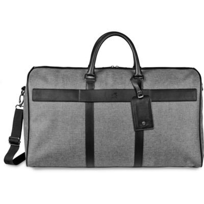 The Gary Player Ridgeway Weekend Bag is a grey 600D fabric travel bag with one main storage comaprtment, PU carry handles, an adjustable/removable shoulder strap, a leather ID tag and is lined with a Gary Player branded inner